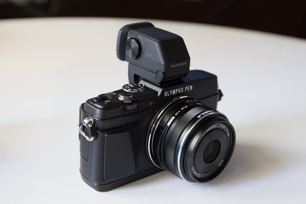 Olympus_PEN_E-P5_viewfinder_front