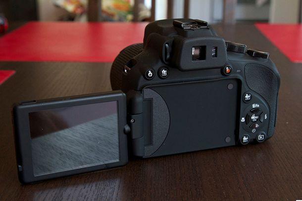 Fujifilm Finepix HS50 EXR de dos écan ouvert