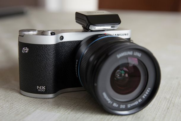 Samsung_NX300_flash