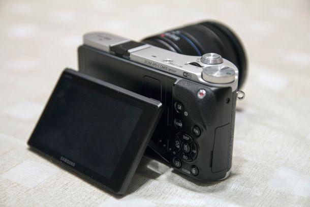Samsung_NX300_flipscreen