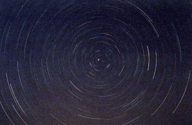 Photographie d'étoiles en circumpolaire