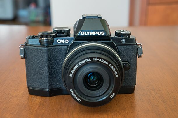 Olympus_OM-D_E-M10-front